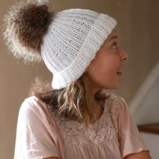 How-to Faux Fur Pom Pom on Knitted Toque