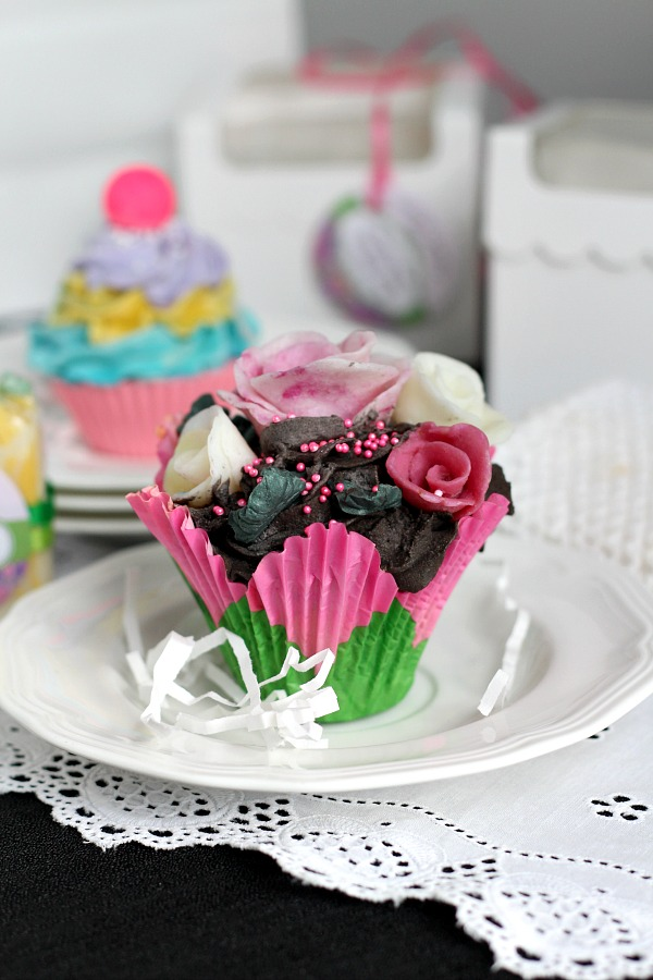 Hand crafted, Nancy's Garden Cupcake Soap looks so real you might be tempted to take a bite. Sweet gift and pretty displayed in bathroom. Beautiful aroma.