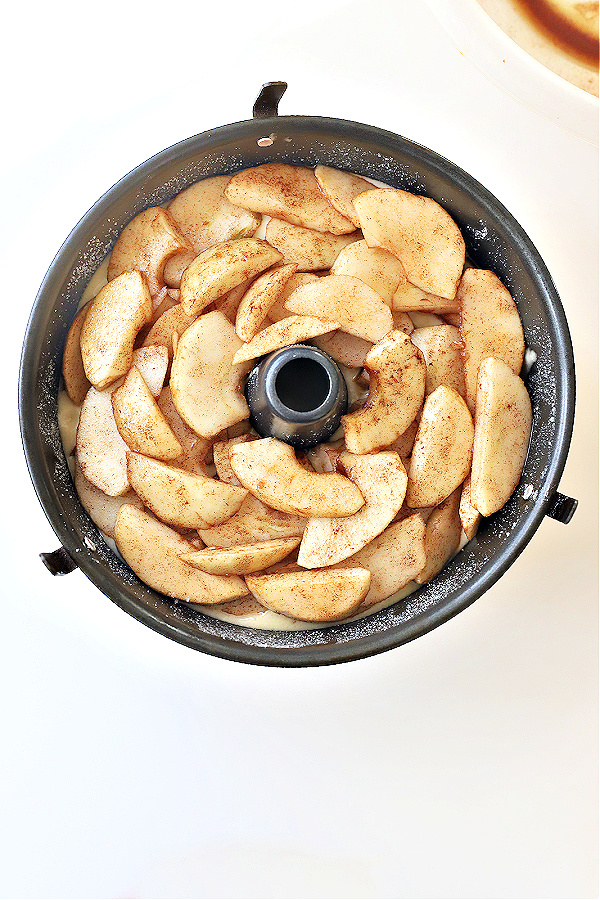 op layer of apples for Jewish apple cake