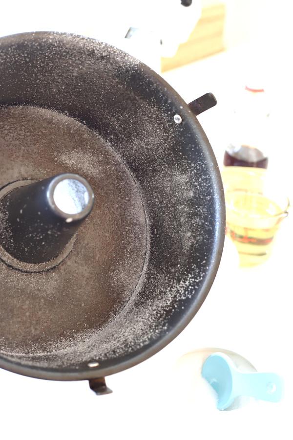 preparing angel food pan for Jewish Apple cake