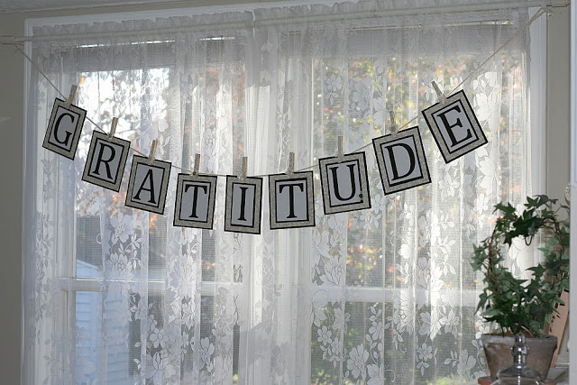 Easy paper Gratitude banner. Swag this banner to inspire a thankful heart for Thanksgiving decor.