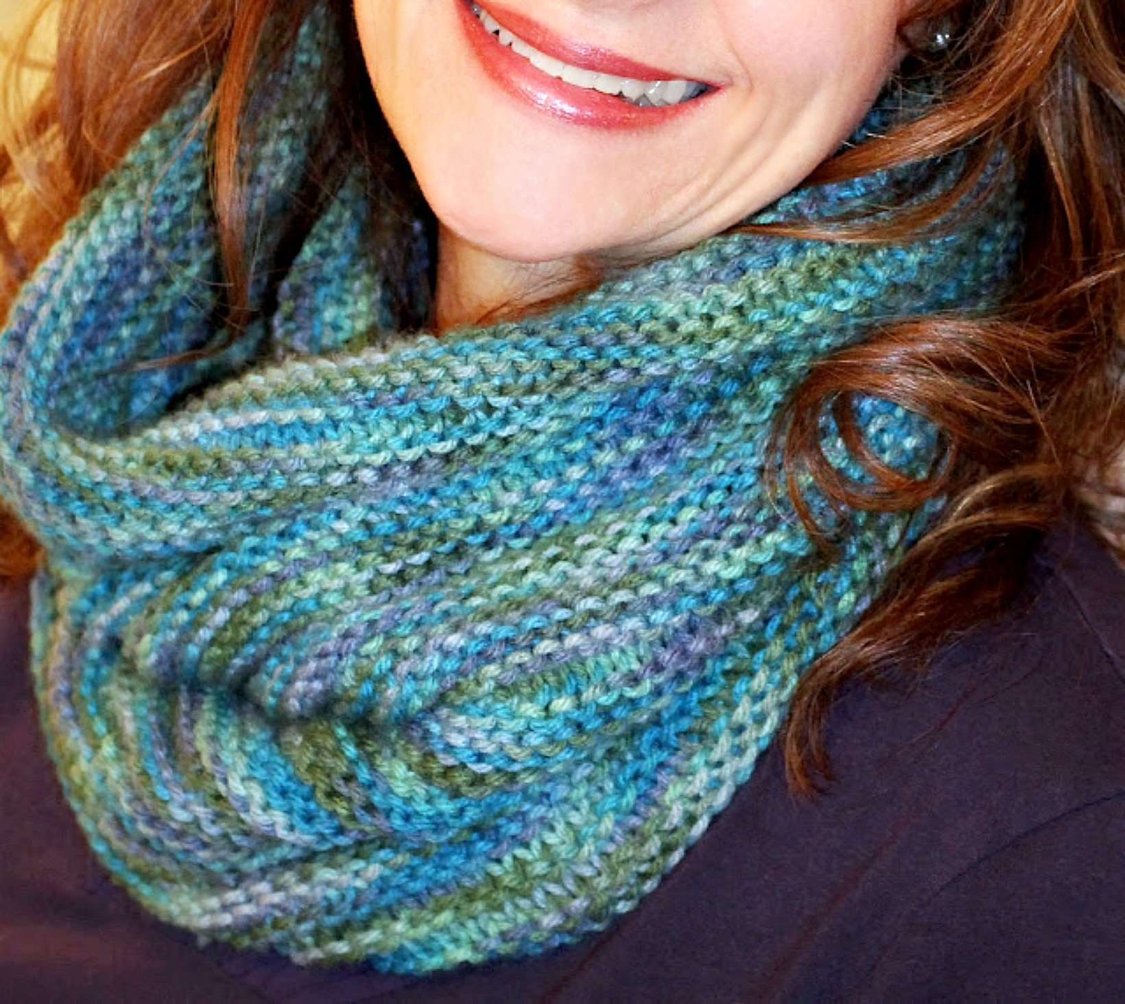 Knitted cowl hoodie pattern is super cute, warm and fashionable.