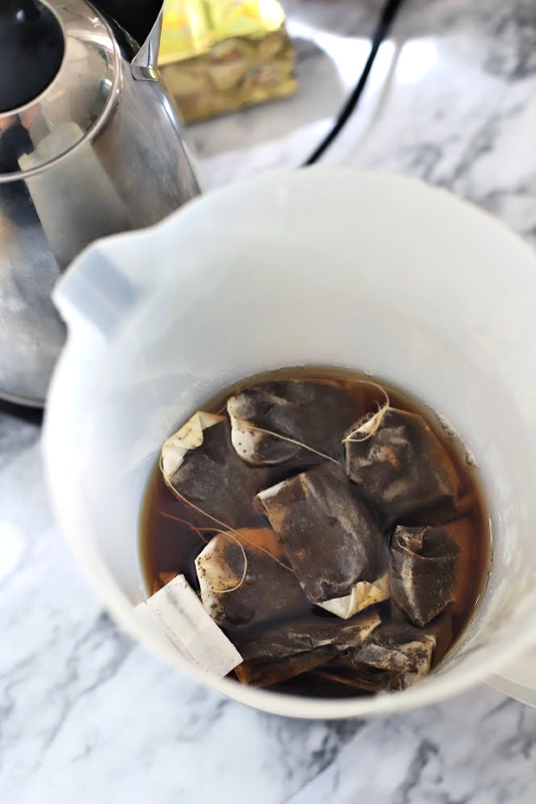 Easy how-to for fresh brewed iced tea sweetened or without sugar. Homemade recipe using tea bags with a squeeze of lemon or orange juice and a sprig of mint.