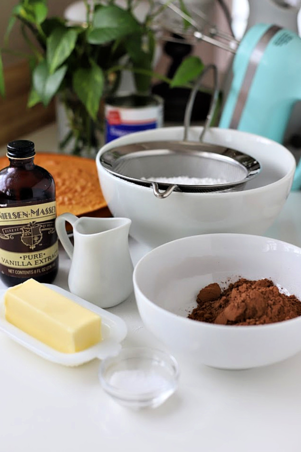 How to make the best homemade chocolate frosting using cocoa powder. Easy recipe for a creamy dark icing for birthday cakes and cupcakes.
