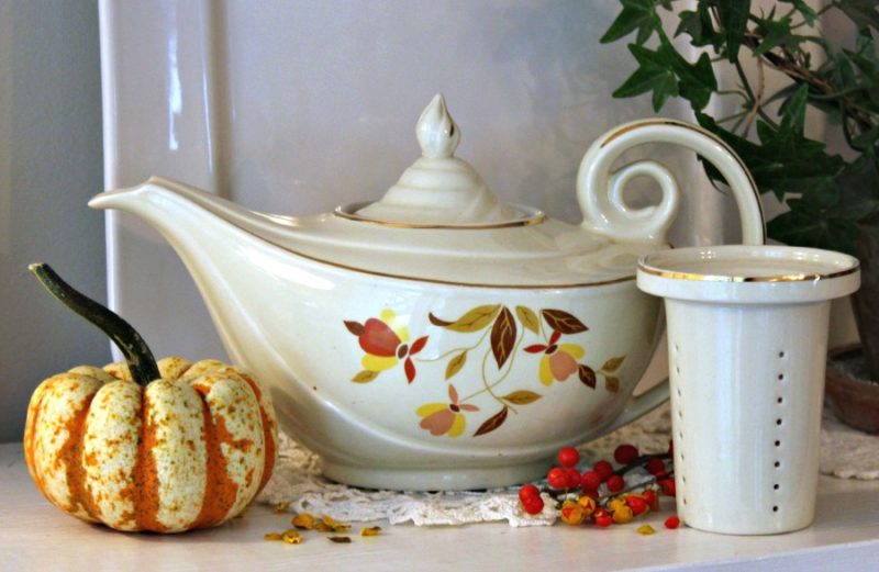 Vintage Autumn Leaf pattern produced by Hall Pottery. Do you remember this from your childhood? Sharing my collection of this lovely pottery.