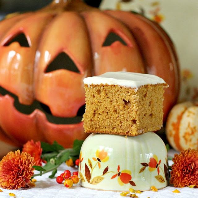 Pumpkin bars with cream cheese frosting is an easy autumn recipe filled with warm fall flavors. Perfect with a cold glass of milk for snacking or with coffee or tea for break time.