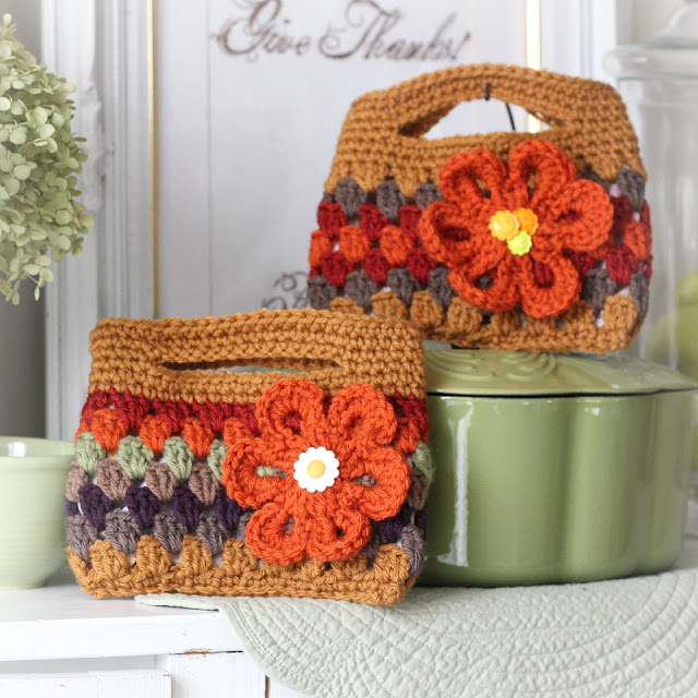 Easy pattern for adorable crochet boutique bags. Great size as a clutch to hold cell phone & wallet or as a cosmetic bag. Cute for little girls too.