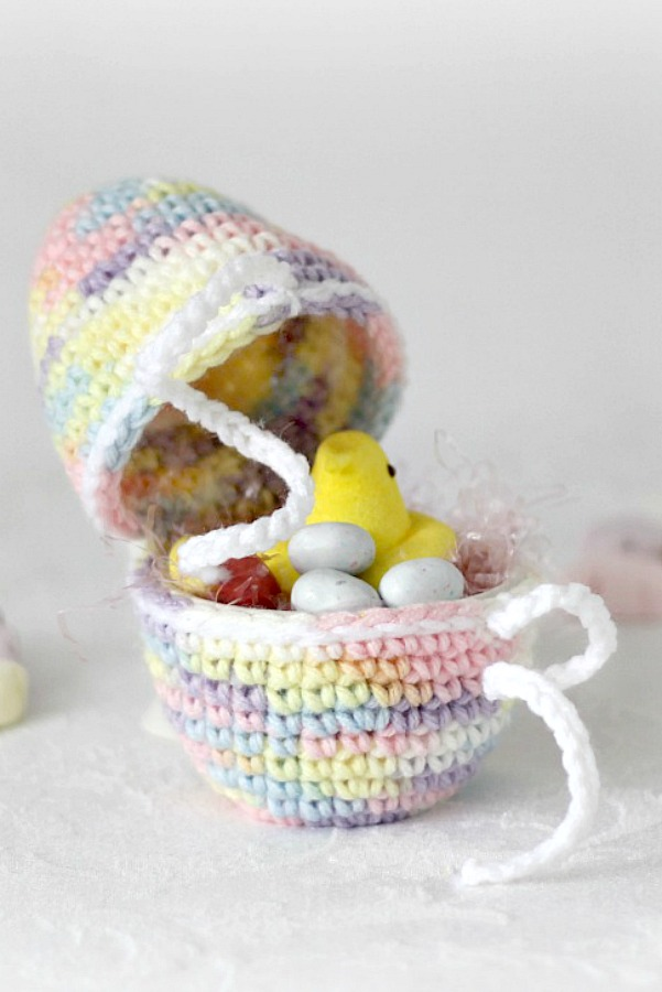Make sweet Easter decorations from an easy crochet pattern for an egg that separates. Add some decorative grass, jelly beans or chocolate bunnies to fill a child's Easter basket.