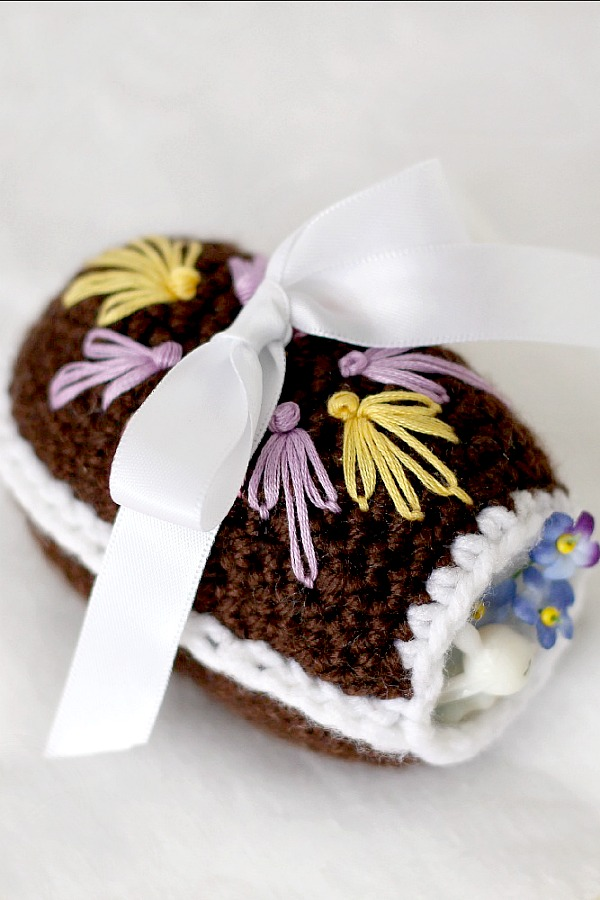 Pattern for Crochet Chocolate Diorama Easter Egg is a cute chocolate-like egg with a little opening and faux frosting mimicking eggs that filled my childhood Easter basket.