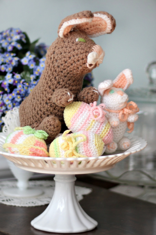 Crochet Easter eggs, bunny, duck and chick are soft and cute for children and decorating. Vintage patterns are easy and work up quickly.