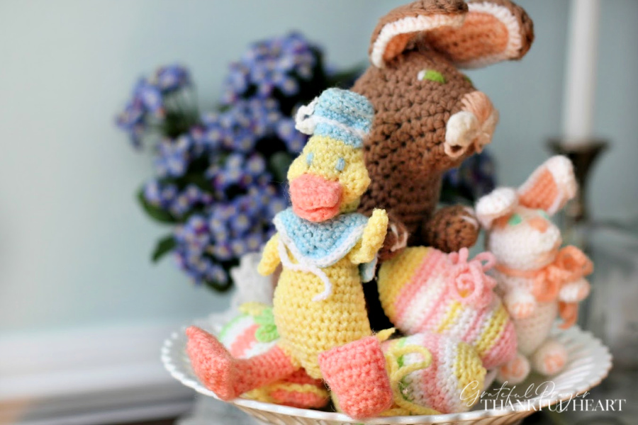 Sweet vintage pattern for crochet Easter eggs. Crochet in pretty pastel colors and fill a basket or bowl for a lovely and decorative holiday centerpiece.
