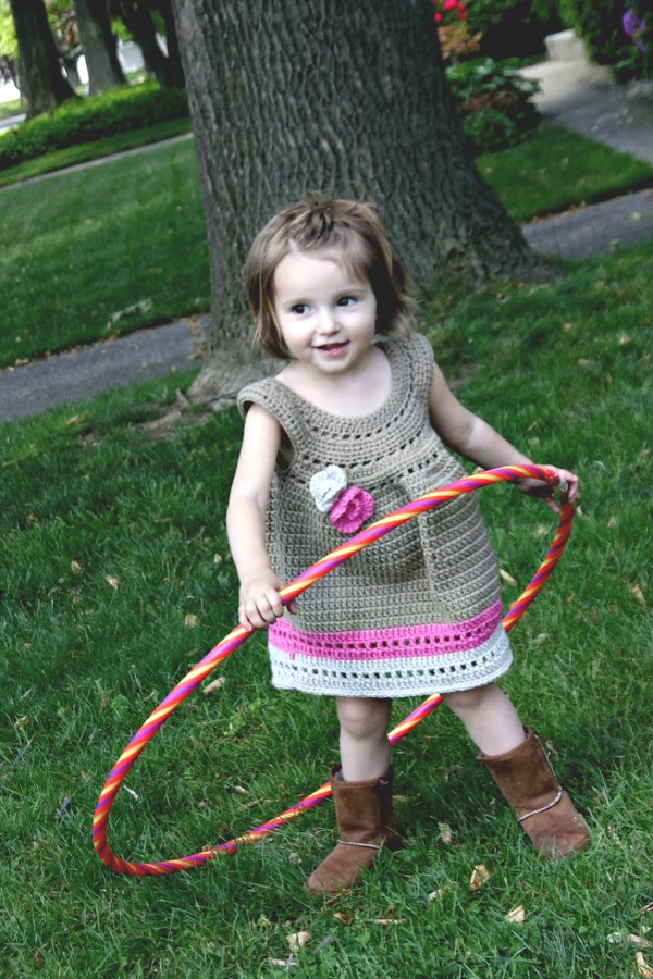 Sweet crochet top or dress for little girls from La La Lovely pattern. Easy Etsy pattern for an adorable outfit for kids clothing.