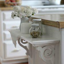 An Easy Kitchen Shelf