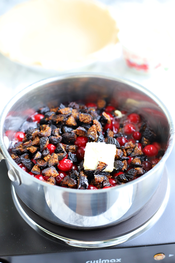 making the filling for cranberry and fig pie