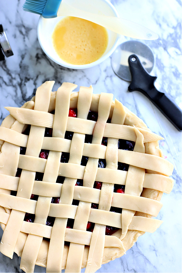 how to weave pie crust strips for cranberry and fig pie