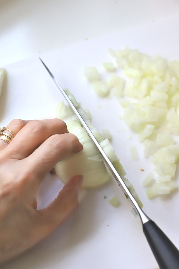How to safely chop an onion