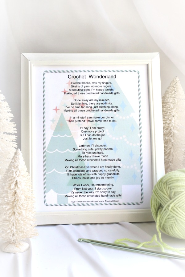 Decorate your craft room with a fun Crochet Wonderland Christmas poem to inspire holiday gift-giving projects. Free printable!