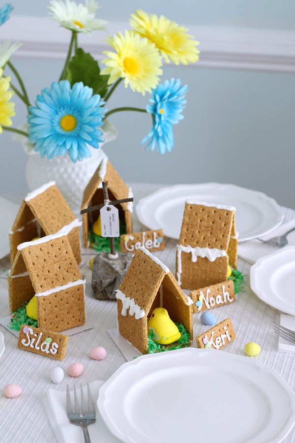 Adorable little Easter Peep Graham Cracker House is so easy to make using royal frosting to glue and assemble coop. Sweet treats for kids and cute table place-setting decorations.