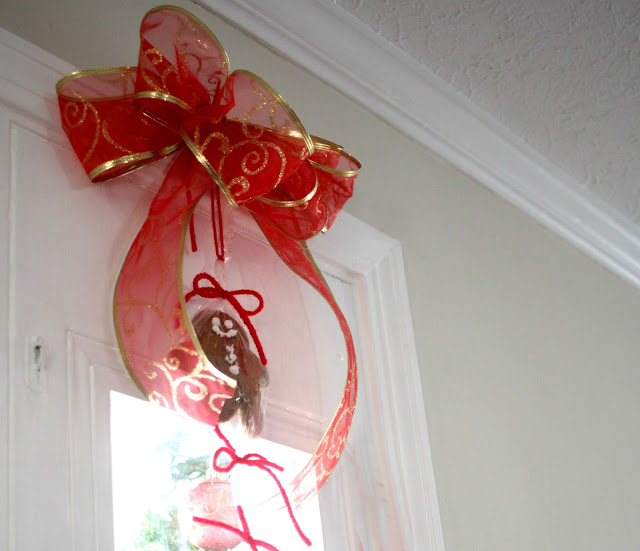 Give your holiday visitors gingerbread cookie parting treats as a thoughtful gesture. Let them snip from a decorative swag, hung by the door, a wrapped gingerbread cookie as they depart.