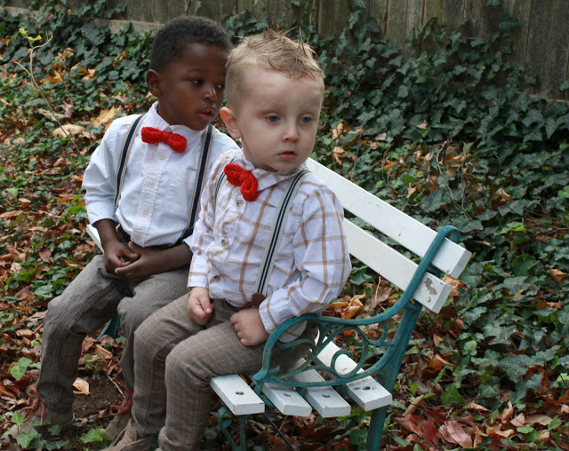 Little boys look adorable dressed up with suspenders and red bow ties. You can make them quickly with this easy knitted bow tie pattern. Sweet for any occasion.