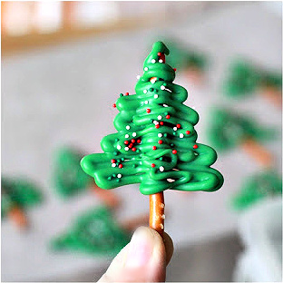 Making melted chocolate Christmas tree cupcake toppers