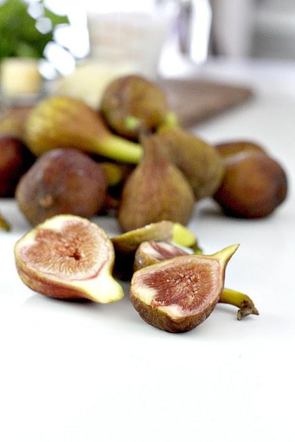 sliced fresh figs from backyard tree