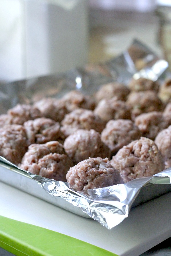 Easy recipe for Swedish meatballs in a creamy white sauce. Served over cooked noodles or pasta for a lovely and delicious dinner entree.