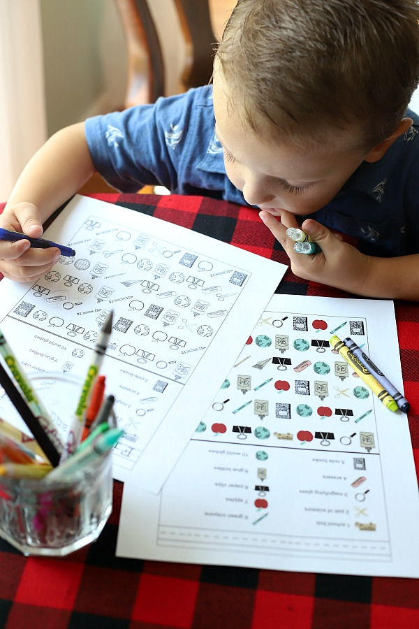 Back to school FREE printable for kids, preschoolers and homoeschoolers, find and color activity pages help with counting as little ones prepare for kindergarten. Fun and colorful pages!