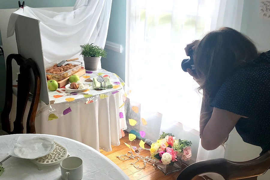 Get great food photography shots that look amazing. Tips for styling, lighting, backgrounds, props, camera equipment and a behind the scenes peek at a food blogger.