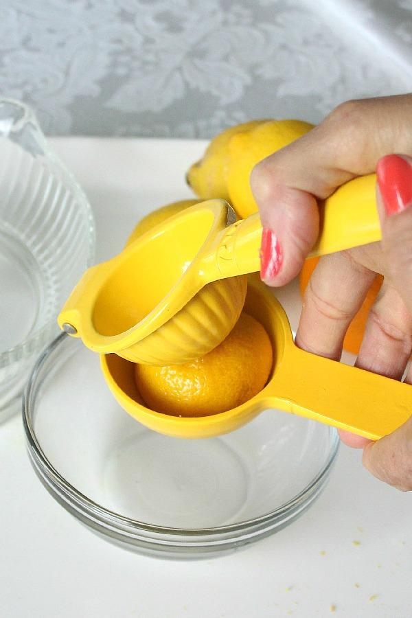 Juicing a lemon