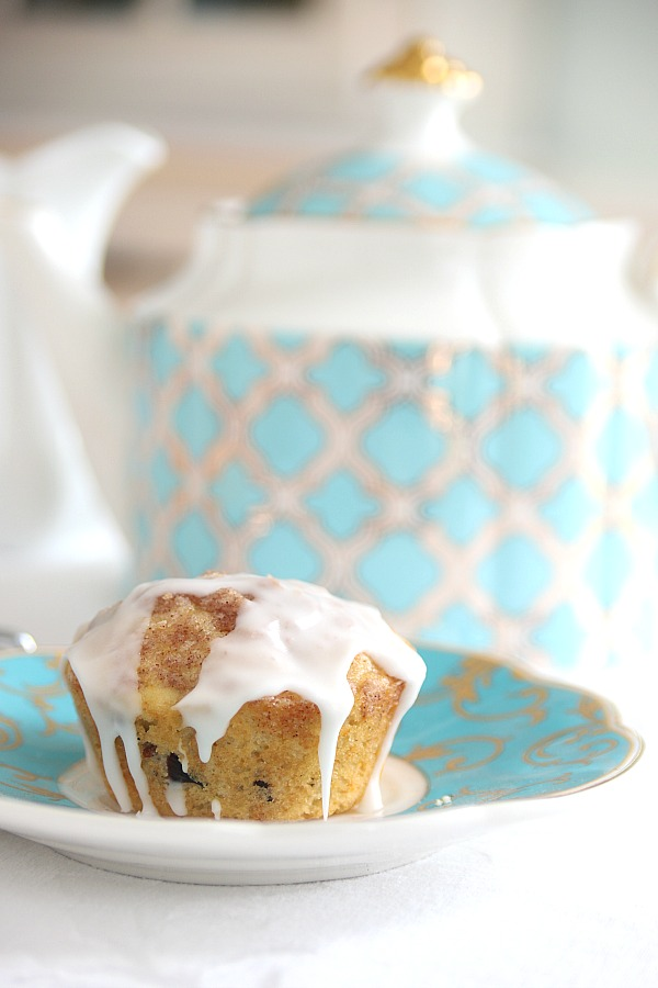 A perfect combination of orange, dried cranberries and pecans go into orange cranberry streusel muffins. Orange marmalade is stirred into the batter and a cinnamon sugar topping is sprinkled on top for the perfect sweetness. Serve for breakfast, coffee break or snack time with or without a light frosting drizzled on top.