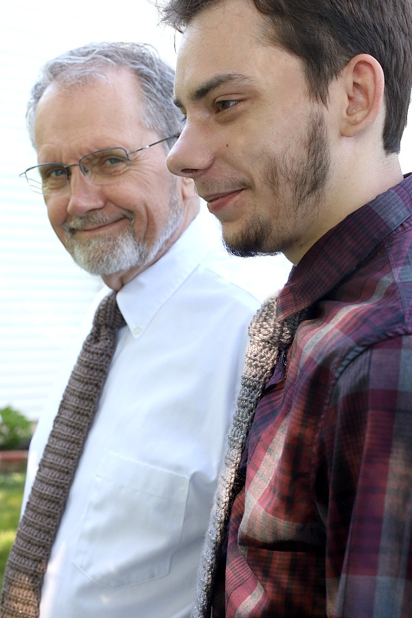 Easy pattern for a stylish crocheted men's necktie is a great Father's Day gift or for your favorite graduate.