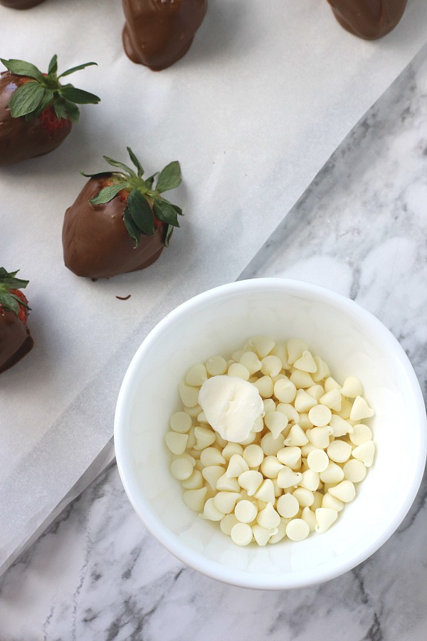 Chocolate covered strawberries are the perfect dessert for 4th of July or patriotic celebrations. Easy no-bake recipe for melting chocolate and decorating.