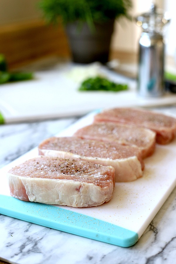 Easy Step-by-step recipe for Hawaiian pork chops and baked beans with brown sugar, molasses and pineapple.