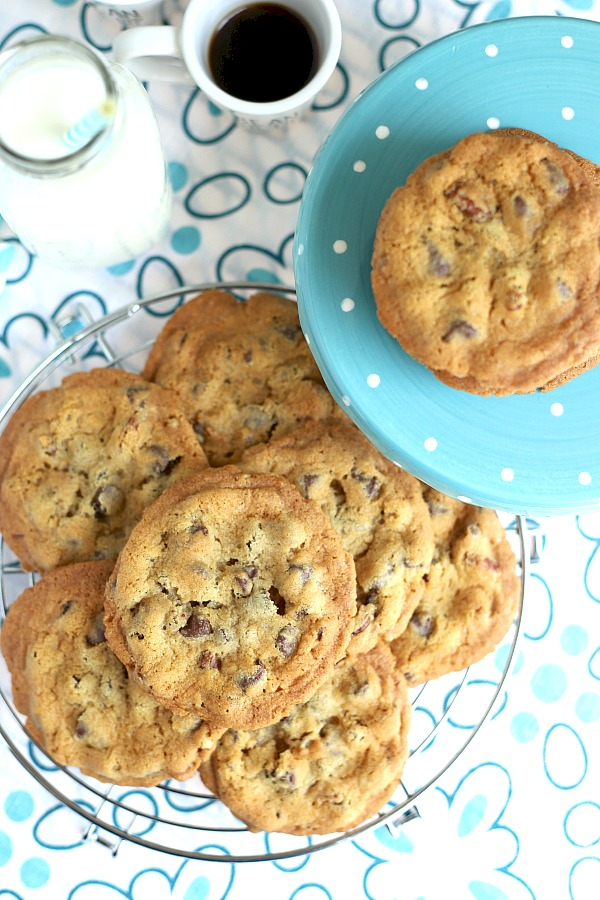 Easy recipe for crunchy chocolate chip cookies with a perfect balance of crunchy on the outside and chewy inside.