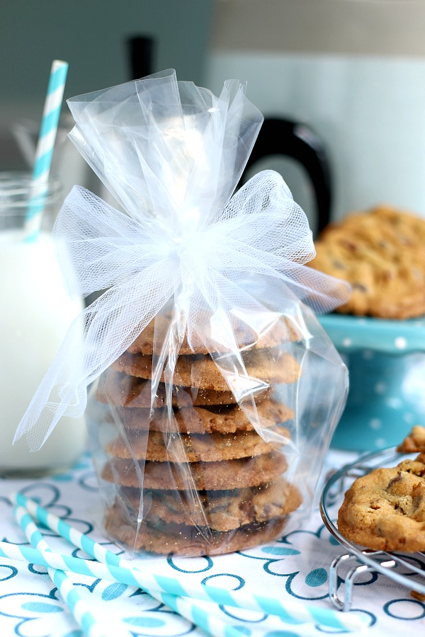 Share some love and encouragement with a package of homemade chocolate chip cookies with a friend or coworker. Easy recipe and sweet food gift!