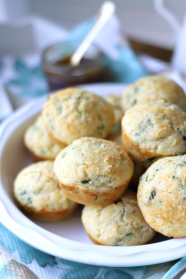 Easy recipe for Cheese and spinach muffins that are just right for dinner or snacking. Savory flavor is great for brunch and the perfect grab and go breakfast for busy mornings.