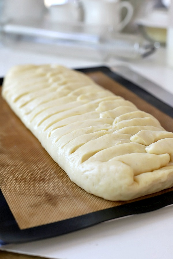 Step-by-step directions for easy cream cheese bread from yeast dough using a bread machine. A light and fluffy Danish with sweetened cheese filling is perfect for breakfast, as a snack or even dessert.