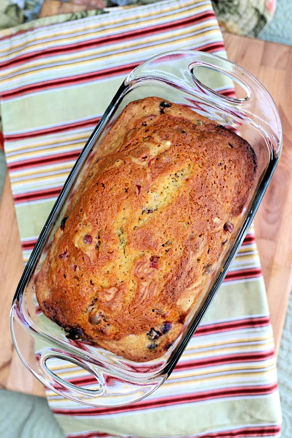 Step-by-step directions for making moist and delicious frosted apricot cranberry bread,.Easy recipe for your Thanksgiving dinner menu.