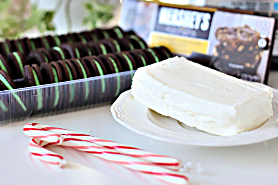 Oreo Cookie balls are super chocolaty with a fun minty flavor. An easy recipe that is no-bake and a favorite addition to your Christmas and holiday cookie tray.