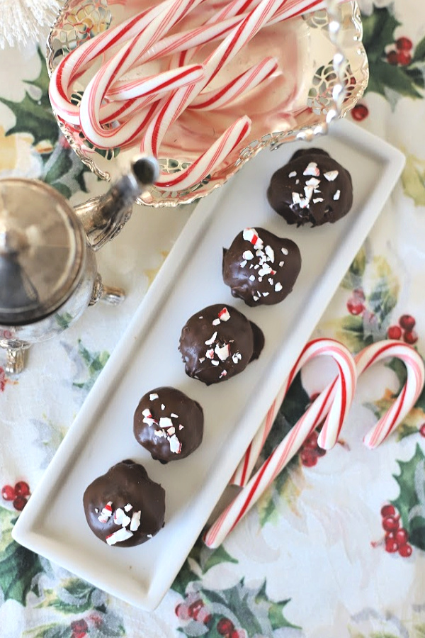 Need a quick and easy Christmas treat? No-bake Oreo cookie balls begins with just three ingredients. Mix, shape and dip in melted chocolate. Sprinkle on crushed candy cane for a delicious cookie tray addition. Kids love to help with this recipe. A great small youth group activity too.