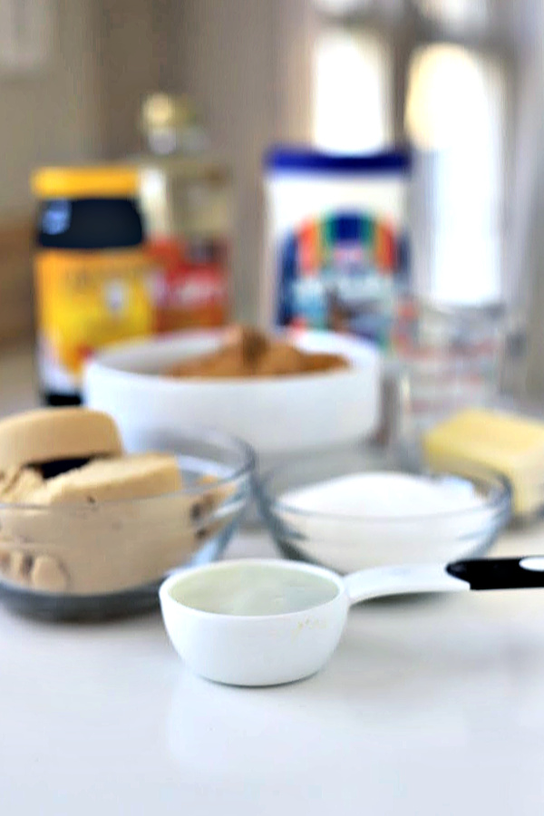 Easy recipe for Amish peanut butter church spread, a sweet and creamy treat for crackers, muffins, toast or rolls.