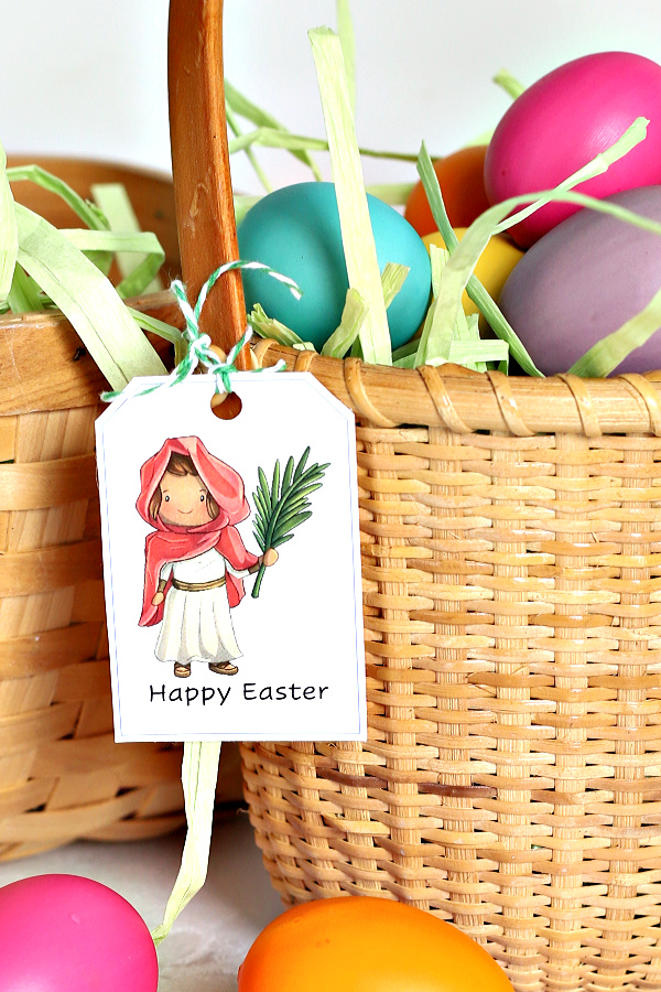 Cute and colorful Bible characters. Embellish and decorate your baskets or special breads or food gifts for family and friends with FREE printable Christian Easter story gift tags.