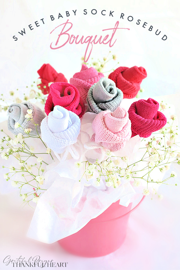 Sweet baby shower bouquet and table décor. Easy step-by-step how-to for bud roses from baby socks. DIY flowers and decorating ideas.