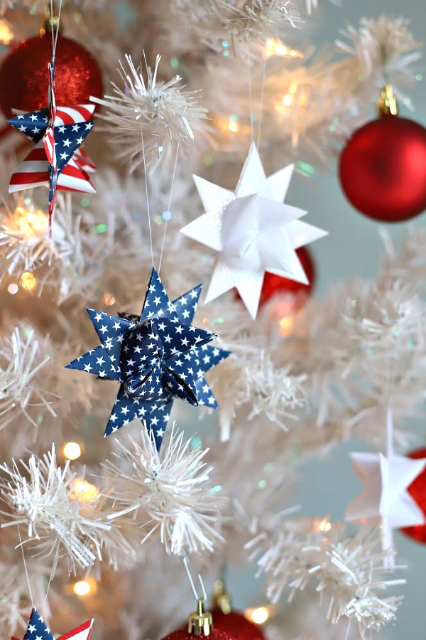 Festive 4th of July or Memorial Day patriotic and decorative German stars. Easy step-by-step how-to video tutorial to make stars and celebrate America and the military hero in your life.