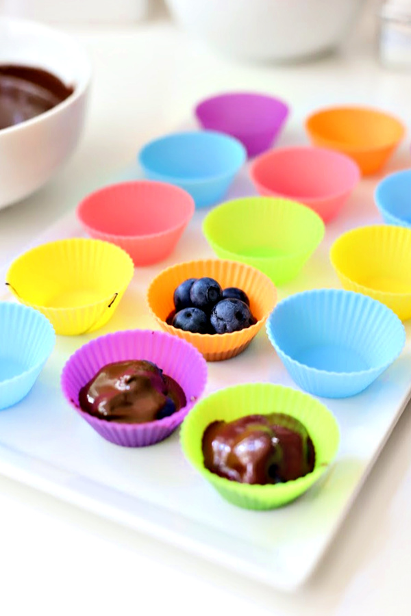 How to make chocolate blueberry clusters