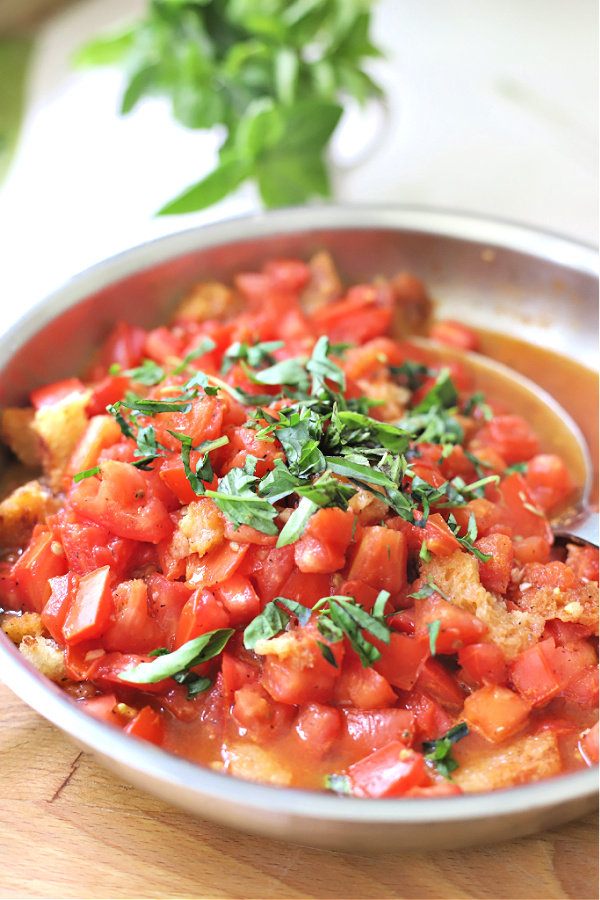 Easy recipe for old fashioned scalloped tomatoes.