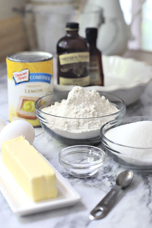 Easy step-by-step how-to for making a yummy frosted lemon Danish pie.