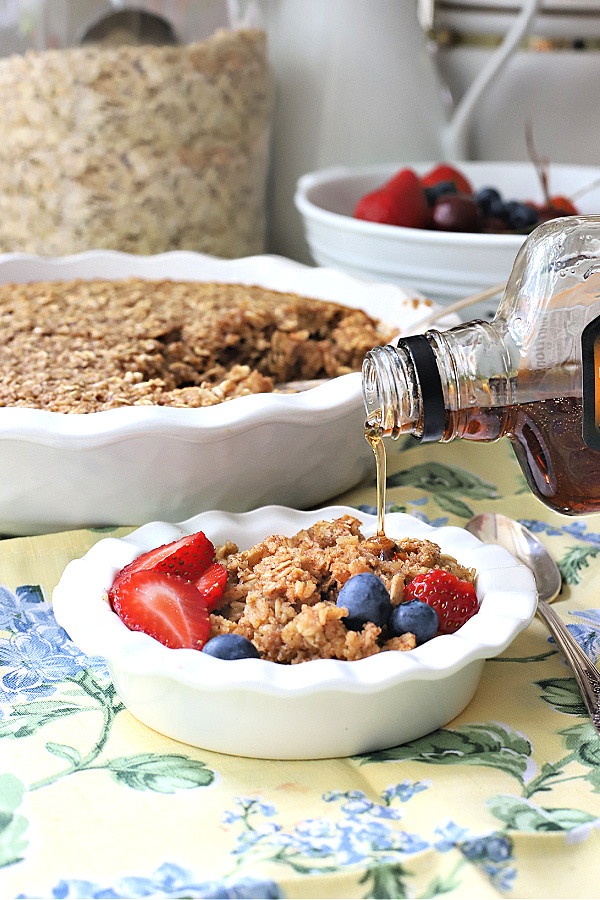 easy recipe for homemade baked oatmeal for breakfast, brunch and dessert.