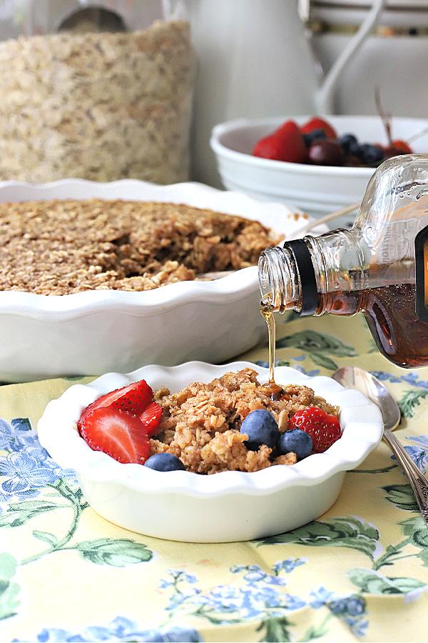 easy recipe for homemade baked oatmeal for breakfast, brunch and dessert.